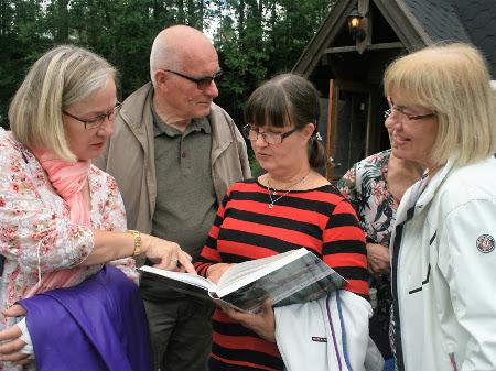 Muistoja elvytettiin myös Huttulan seudun historiateosta apuna käyttäen.