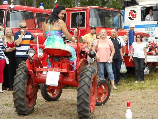 Kemuihin kuitenkin ehdittiin ja nähtiin muun muassa Maria Tyyster traktorin pukilla.