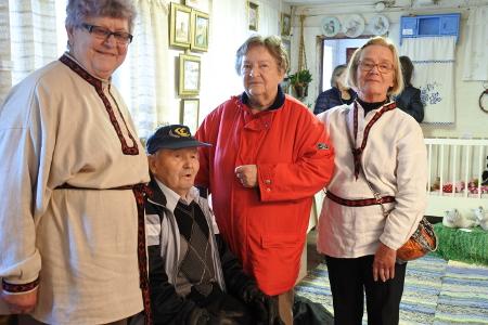 Irma Hietamies (vas.), Pentti Pekkanen, Raija Buuri ja Riitta Järvinen ovat kaikki vuorollaan toimineen Lemin Eskona.