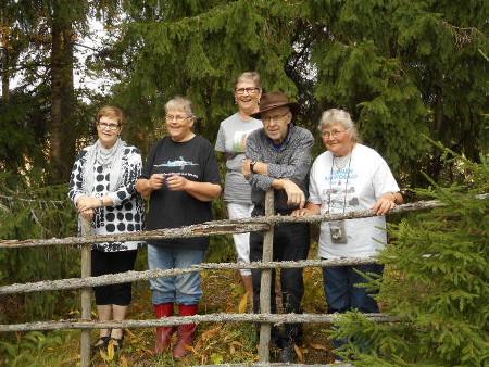 Tässä on nyt sitten mukana vasemmalta Eeva Uski (os. Vaalivirta), Maija, Hilkka, Pikkuveli Matti ja Isosisko Sirkka-Liisa.