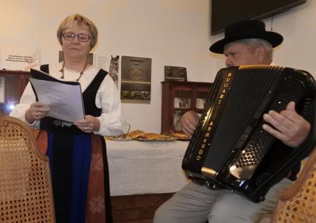 Juhlatilaisuuden musiikkiannista vastasivat Savitaipaleen Charlotta ja Taneli - Terttu Kultanen ja Heikki Hytti.