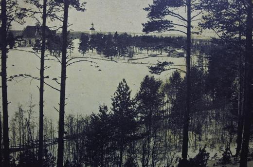 Mänty taisi seisoa Mataramäellä jo tätä kuvaa otettaessa yli sata vuotta sitten. Museoviraston hallussa oleva kuva on kopioitu Lemin pitäjänhistorian kannesta.