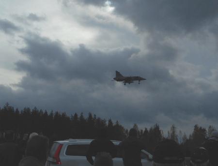 Isot Hornetit nousivat jylisten ilmaan kerta toisensa jälkeen
