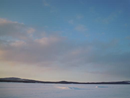 Taivas oli iso ja taivaanranta kaukana.