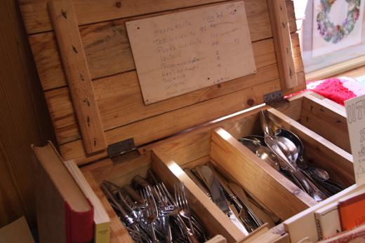 Nämä veitset, haarukat ja lusikat ovat nähneet lukemattomia juhlia.
