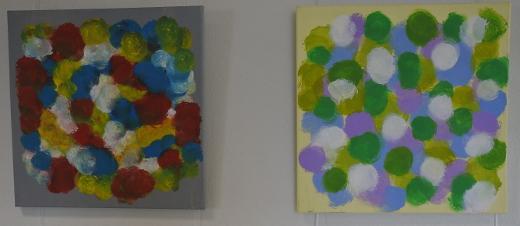 Tiina Pöhler leikittelee maalauksissaan väreillä.