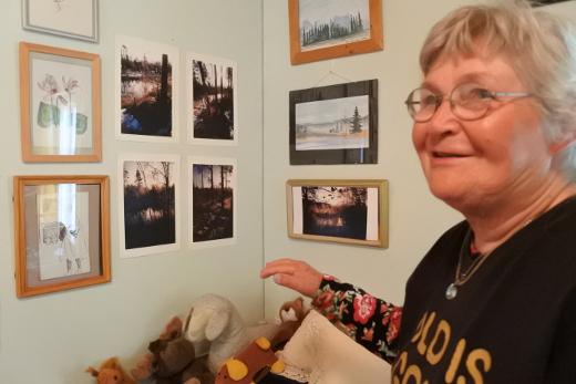 Kamarissa on myös Sirkka-Liisa Vaalivirran valokuvatuotantoa.