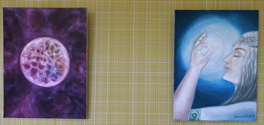 Viereisessä huoneessa on esillä Amanda Aallon maalauksia.