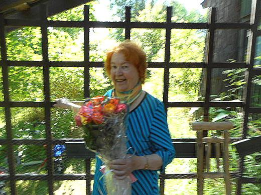 Eeva Jokipelto on syntynyt Laukaassa 24.10 1931, joten tämä on myös taiteilijan 85-vuotisjuhlanäyttely
