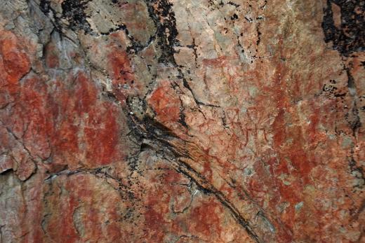 Sen sijaan kalliomaalaukset ovat tuhansia vuosia vanhoja.