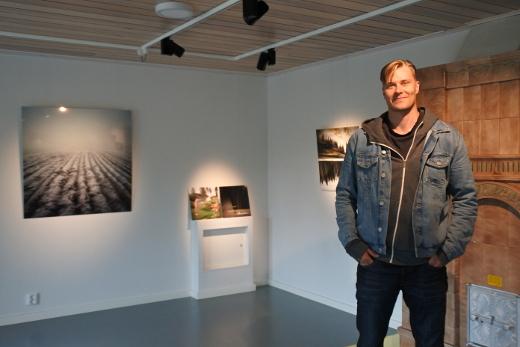 Kun Mikko Haiko kuvasi taustalla näkyvän Kynnös-kuvan, hän huomasi löytäneensä omimman itsensä. Kuva oli ehdokkaana Fotofinlandia-kisassa.