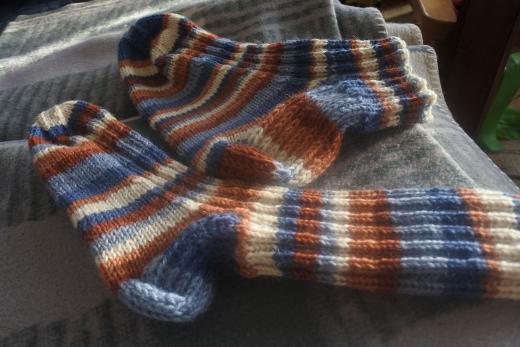 Kapea ja pitkä sekä leveä ja lyhyt sukka ovat ihan omaa suunnittelua ja tuotantoa.