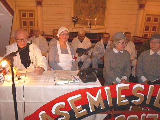 Yllättävän hyvin jo neljäs esityskerta oli saatu muunneltua kirkkoon sopivaksi.