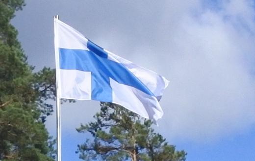 Nyt jos koskaan on syytä nostaa siniristilippu salkoon.