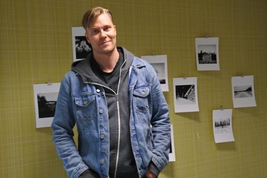 Mikko Haiko kuvattuna Lemin Vanhassa pappilassa syyskuussa.