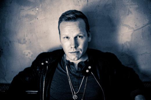 Muun muassa SuomiLovesta tuttu Osmo Ikonen esiintyy juhlat päättävässä viihdekonsertissa. Kuva Ville Juurikkala.