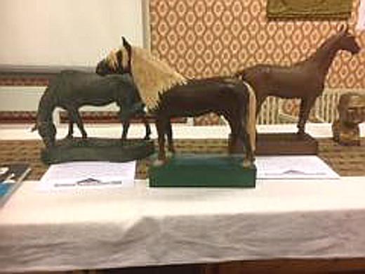 Näyttelyn hevosveistosten joukossa on liinaharjainen ori Lohdutus, jolla ol lemiläisiä sukujuuria.(Kuva: Hannu Huitti).