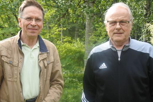 Koolle kutsujina ovat Esko Turku (vas.) Ylä-Turusta ja Juhani Turku Ala-Turusta.