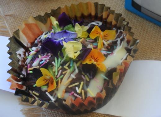 Nuoren Nelli Hakosen paperivuoassa paistama mokkapala orvokkikoristeluineen oli kisan kaunein.