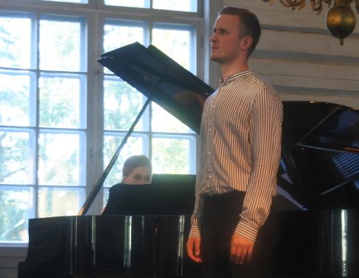 Konsertti päättyi Samuli Taskisen esittämiin Toivo Kuulan säveliin.