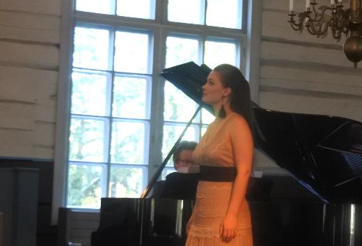 Konsertin jälkipuoliskolla kuultiin myös Sanna Iljinin sopraanoa.