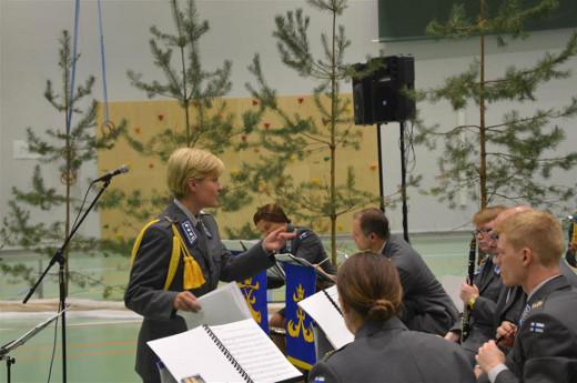 Soittokuntaa johti musiikkikapteeni Aino Koskela.