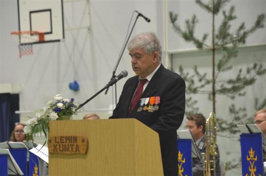 Juhlan järjestäjien terveiset toi Lemin Sotaveteraanien puheenjohtaja Juha Junnonen.
