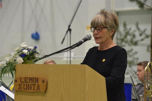 Veteranijärjestön tervehdyksen toi Rintamaveteraanien Kymen piirin varapuheenjohtaja Maili Hanski.