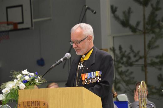 Kenttäpiispa emeritus Hannu Niskanen piti juhlapuheen.