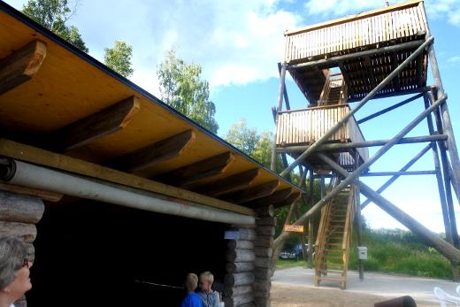Laavu ja torni ovat ensimmäistä kesää lintuharrastajien ja retkeilijöiden käytössä.
