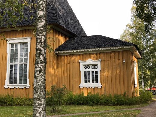 Tilinpäätöksen ohella kirkkoneuvoston listalla oli sakastin vessan vuotava katto.