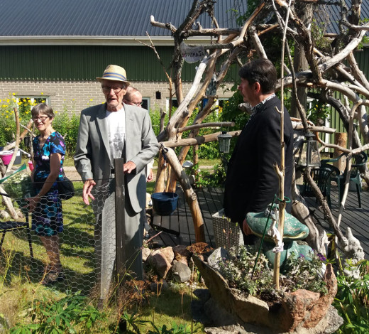 Lemiläiset kuulivat kutsua isolla joukolla. Kuvassa oikealla Arto Penttilä, vasemmalla Leena Uski.