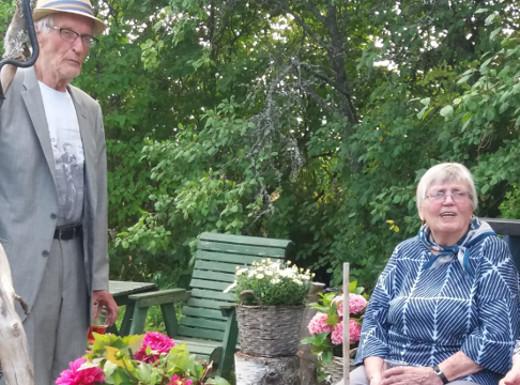 Ohjelmaa esitti myös Anja Karhula, joka auttoi Lauri Väärää juhlan järjestämisessä.