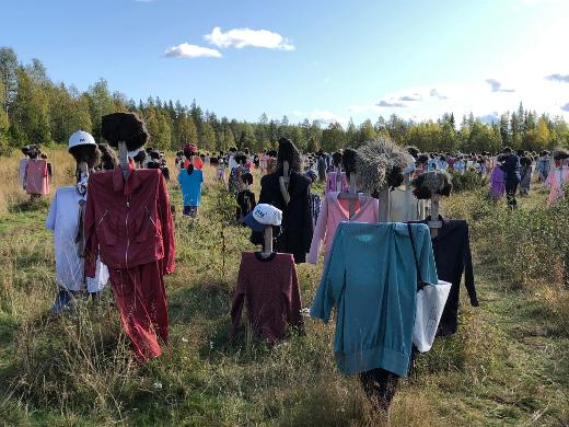Reijo Kelan Hiljainen kansa on jo 25 vuoden ajan päivystänyt Viitostien varrella Suomussalmella.