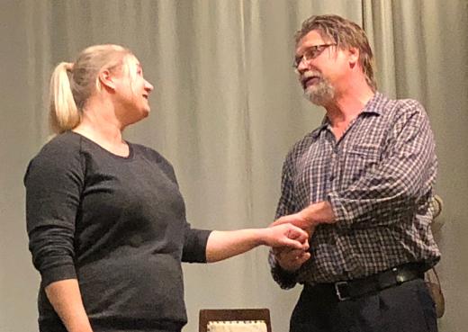 Kyseessä on musiikkinäytelmä, jossa kuullaan Reino Helismaan Olavi Virralle säveltämiä hittejä. Niitä tulkitsevat Jenni Nikku ja Kai Grén.
