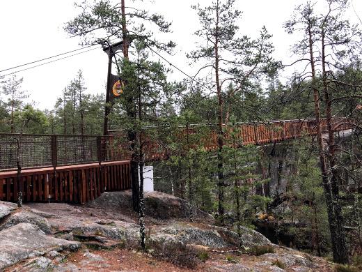 Uusi silta rakennettiin viime vuonna rikkoontuneen tilalle.