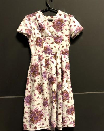 Airi Peutereen suosikki mekoista on tämä aito 50-lukulainen, joka nähdään näytelmässä Helmi Heinilän päällä.