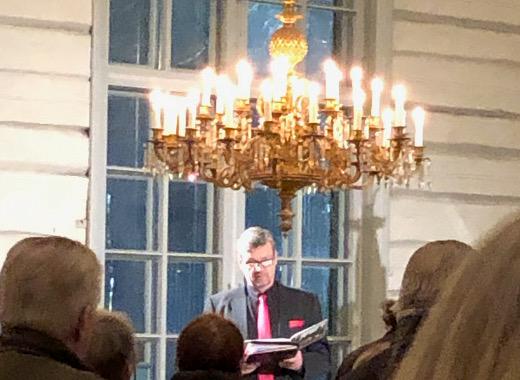 Baritoni Jaakko Korteknagas lauloi tuttuja ja vähän vieraampiakin joululauluja Lemin kirkossa tiistai-iltana.