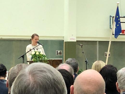 Valtiovarainministeri Katri Kulmuni näkee nopeiden valokuituyhteyksien luovan tasa-arvoa kansalaisten kesken.