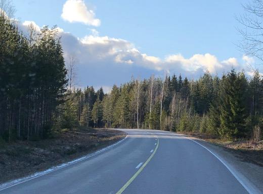 Lumi hävisi valtatie 6:n penkoilta siirryttäessä Kainuusta Pohjois-Karhalaan.