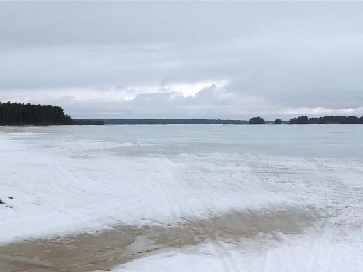 Oulujärven Manamansalossa räntäsade ja suojasää olivat turmelleet jääkelit.