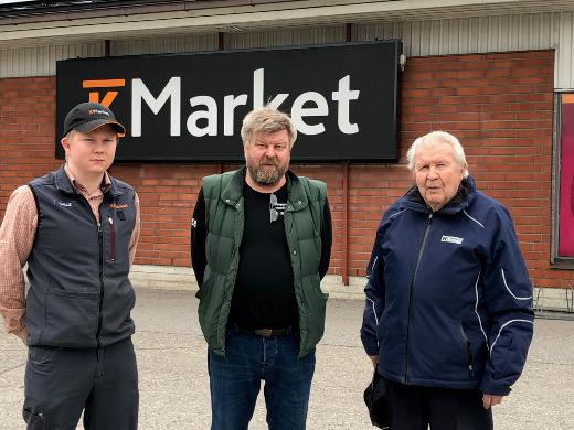 Kalle, Juha ja Paavo Kouvo kertoivat Lemin Kirjavalle, kuinka heistä tuli kauppiaita.