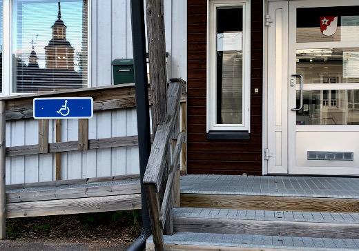 Seurakunnan virasto ja Lähetyskirppis ovat muuttaneet kunnan vuokralaisiksi.