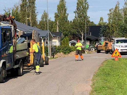 Valokuituverkkoa rakennettiin Lemin kirkolla elokuussa 2018. Lemin Kirjavan arkistokuva.