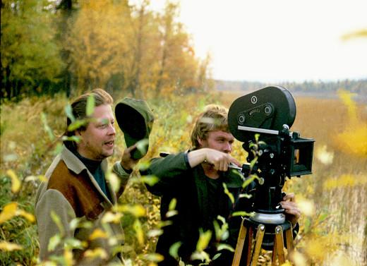 Rauni Molmberg ohjaamassa elokuvan kuvaajaa Kari Sohlbergia. Kuva: Hannu Peltomaa.