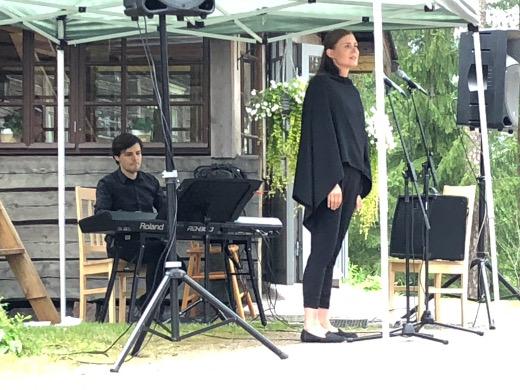 Mezzosopraano Pihla Terttunen esiinttyy Vanamokodin asukkaille kello 13.