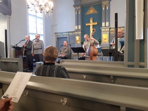 Korsuhartaus Taipalsaaren kirkossa. Kuva Seppo Järvimies.