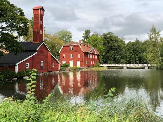Ruotsinpyhtään ruotsinkielinen nimi on Strömfors, ja siellä on Strömforsin ruukkikylä.