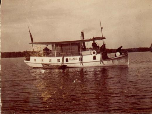 Hanhi laiva Kivijärvellä 1920-luvulla. Kuva Taikalyhty.