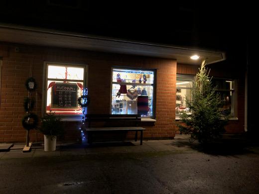 Käsityöläiset avasivat myymälän Toukkalantie 4:ään, entiseen maataloustoimiston huoneistoon.